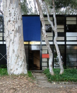 Eames_house_entry