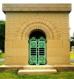 557px-Getty_Tomb_Graceland_Sullivan_front